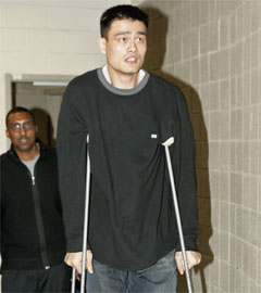 Yao Ming Tries Out world's Tallest Crutches